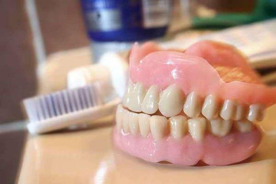 Где сделать полное протезирование зубов в Москве
