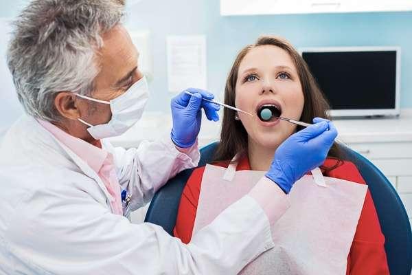 Вырвать зуб в Москве: цены в клинике «Элль-Вояж»